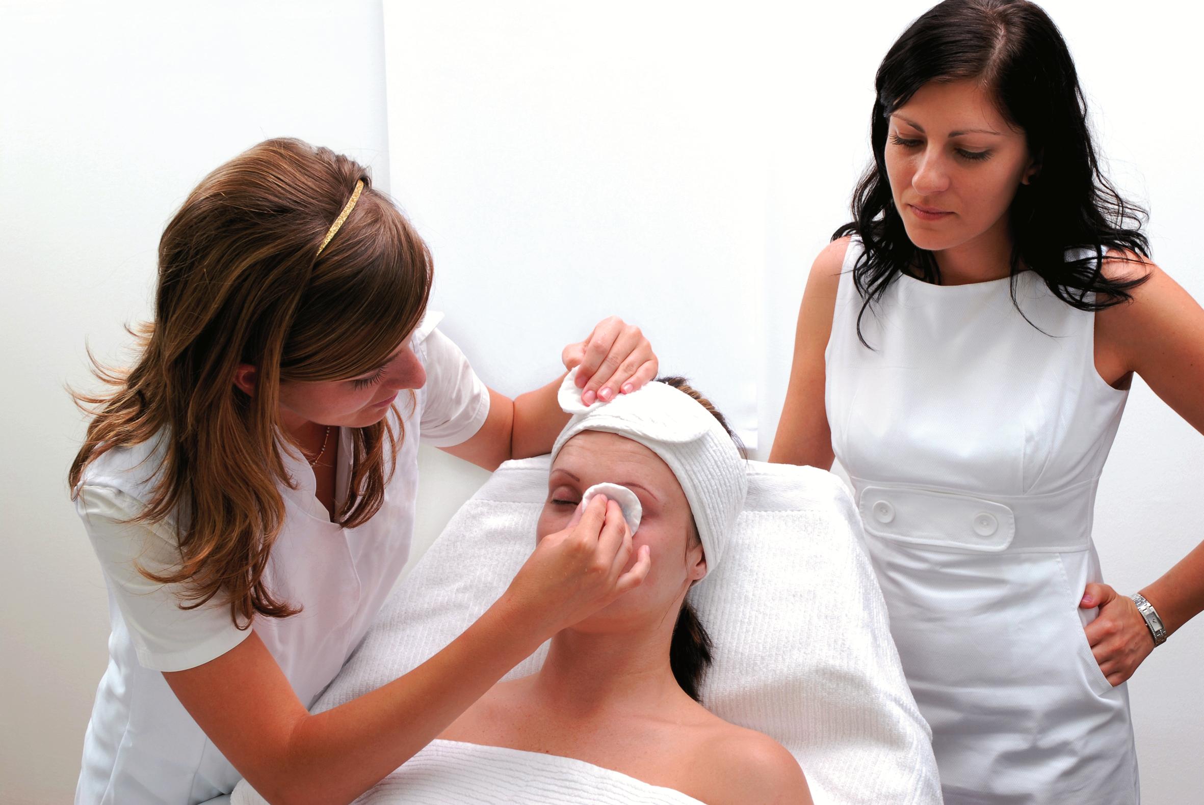 Pulzia-del-viso-estetista-a-rimini (1)